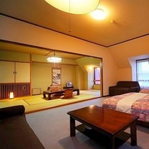 【お部屋】和洋室デラックス〜洋室ベッドルームと和室10畳がセットになったお部屋。