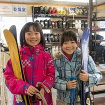 フロント隣がレンタルルーム!気軽に手軽にスキーを楽しもう♪