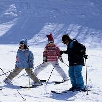 【上の台ゲレンデ】ゲレンデ直結だから安心!スキーも温泉も家族みんなで楽しもう♪