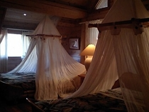 デラックスログハウス寝室