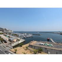 【ホテル屋上からの眺め】 潮風に吹かれながらたたずむのも粋な楽しみ方です!