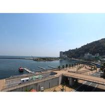 【ホテル屋上からの眺め】  熱海城も見れちゃいます!
