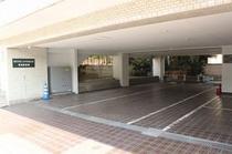 敷地内駐車場完備しております。
