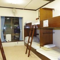 【共同館2段ベッド客室一例】2段ベッドでの家族や友人との語らいもまた、旅の思い出♪