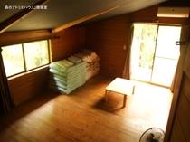 森のアトリエハウス(2階寝室)