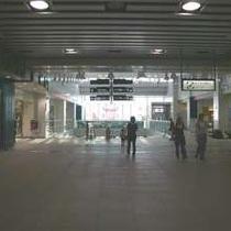 【JR/松本駅⇒ホテルまでの徒歩道順1】.改札を出て右。こちらが東口です。
