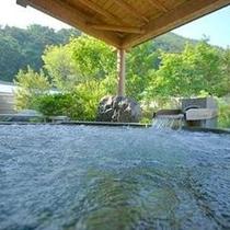 美ヶ原温泉ホテル翔峰の大浴場が無料でご利用いただけます。人気の開放的な露天ジャグジー風呂。