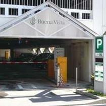 【無料P道順8】<到着>駐車場入り口です。駐車券を忘れずにお持ちください。