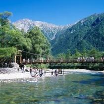 上高地のシンボル『河童橋』(夏)