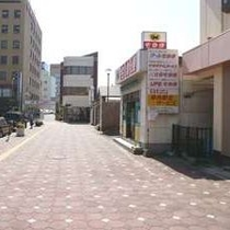【徒歩道順7】真っ直ぐ歩いて下さい。正面には駅前交番。
