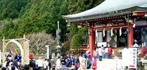 初詣の大山阿夫利神社
