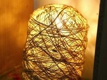 廊下に手作りの灯り