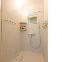 清潔でゆったりと使えるシャワールーム