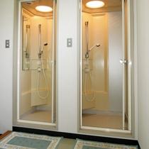 研修センターの共同シャワー室