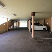 【ホテル駐車場1F】 ホテル敷地内にある自走式駐車場です。高さ制限2.5mになります。