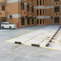 【ホテル駐車場2F】 ホテル敷地内にある自走式駐車場です。高さ制限2.5mになります。
