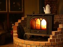 館内の暖炉