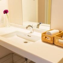 清潔感のあるシンプルなトイレ