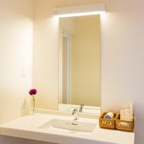 洗面台、洗浄器付トイレもお部屋に完備しております