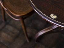 大正時代にタイムスリップしたような家具の一つ一つ。