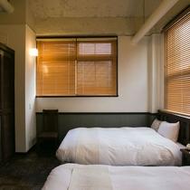 【ツイン】唯一建築当時のままの寄せ木の床が残っているレトロなお部屋。