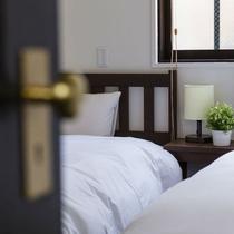【ツイン】室内に無駄なものを置いていないシンプルなお部屋。