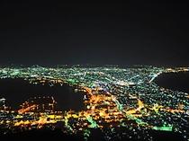 【函館夜景】日本三大夜景に数えられる夜景、函館山頂上より望むことができます。