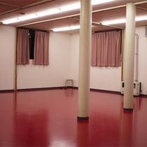 *多目的ホール/地下にある広々としたホールは、用途に合わせてお使い頂けます。