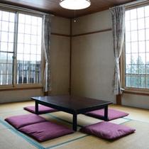 *客室一例/お部屋は全て和室タイプ。窓の外に広がるパノラマビューが魅力です!