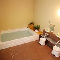 *男女別の2種類のお風呂[炭の湯]と[季節の香り湯]に加えて貸切り露天風呂をご用意しております。