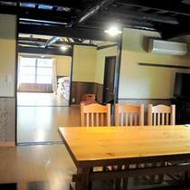 *【コテージ古民家】木の温もりがたっぷりのダイニング。レトロな昭和の雰囲気をお楽しみ下さい♪