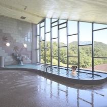 【大浴場】西中国山地の絶景を眺めながらリラックス