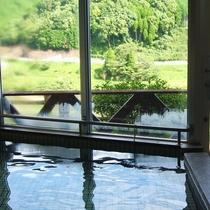 【大浴場】源泉掛け流しの温泉で疲れを一掃!