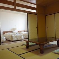 *【客室例】畳のお部屋とベッドルームが分かれているので、大人数でもご宿泊OK