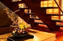 階段下 花