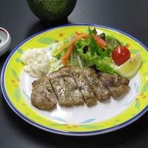 【豚山椒焼定食】一例