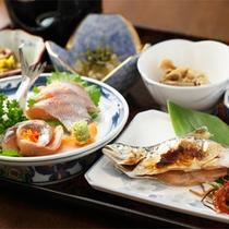 *夕食一例/名物の十和田湖ヒメマスのお刺身と塩焼きをお楽しみ下さい!