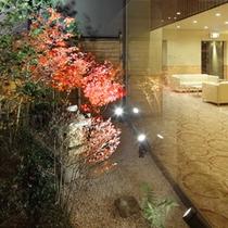 ロビー坪庭(紅葉)