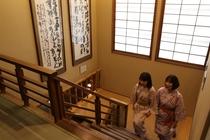 客室へ上がる階段