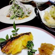 *【夕食一例】季節の旬の地元食材を使ったお料理の数々をご堪能下さい。