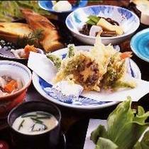 【春】地産の山菜をふんだんに使った料理