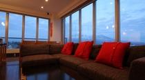 リビングルーム 壮大な景色を望む