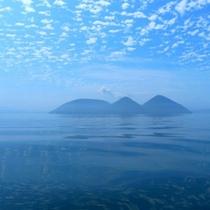 空と一体化する夏の洞爺湖