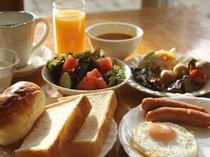 ■朝食; 和洋30種類の朝食をご提供予定