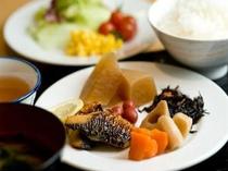 ■朝食 豊富な朝食メニューでお客様の好みに応じます。