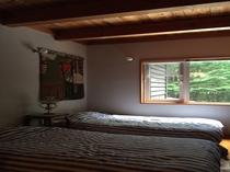 北軽井沢森の別荘2階ベッドルーム