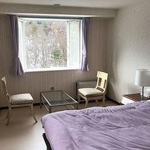 *デラックスダブル/カッシーナ社製のクイーンサイズベッドは極上の寝心地。