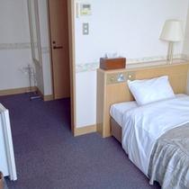 *【客室例】シングルルーム。ビジネス・一人旅におすすめの気兼ねなく泊まれるお部屋。