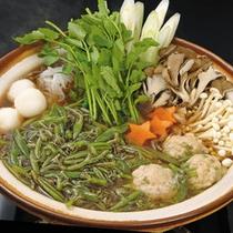 *【じゅんさい鍋】独特のつるんっ♪とした食感が楽しめるじゅんさい鍋。