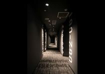 《館内1F》カプセルホテル通路